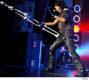 """Alice Cooper Performs """"Eighteen"""""""