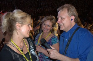 Mike Talks with CMA Fest Fans