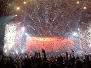 Paul McCartney In Concert - Paul Says Goodnight as the Confetti Flies