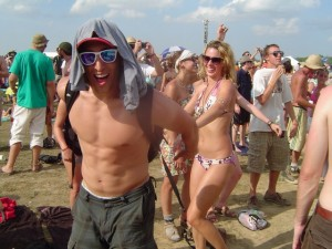 Bonnaroo 2010 - Fans Dancing to John Fogerty