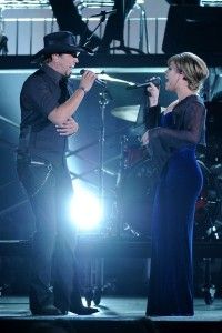 CMA Awards Show - Jason Aldean and Kelly Clarkson