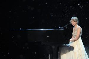 CMA Awards Show - Taylor Swift
