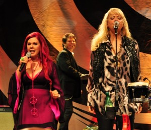 B-52s In Concert - Kate Pierson and Cindy Wilson