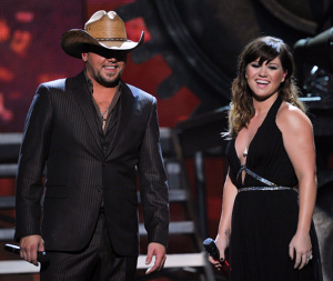 Jason Aldean and Kelly Clarkson performing on the Grammys