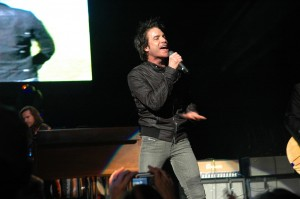 Pat Monahan of Train In Concert
