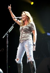 Gretchen Wilson In Concert - Nashville, TN - Photo by www.stageshottz.com