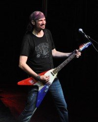 Grand Funk Railroad In Concert - Bruce Kulick