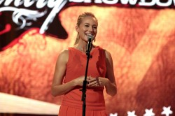 Jewel performs during the 31st Annual Texaco Country Showdown