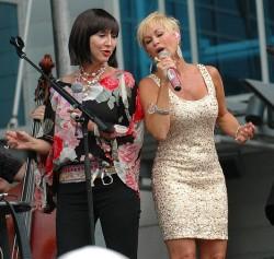 Grits and Glamour - (Pam Tillis & Lorrie Morgan) - Bridgestone Arena Stage